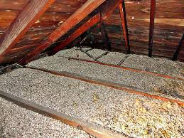 Vermiculite decontamination in attic - Montreal