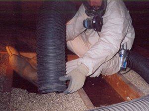 Vermiculite insulation removal in attic - Longueuil