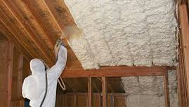 Attic insulation with Polyurethane in Longueuil