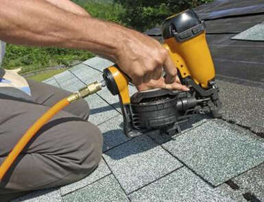 Roof repairs for asphalt shingles roof in Longueuil