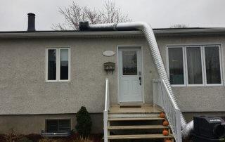 Décontamination de moisissures dans l'entre toit, isolation du toit, Boisbriand