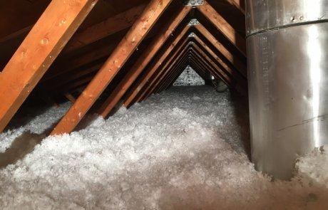 Isolation de toit à la laine de fibre de verre soufflée