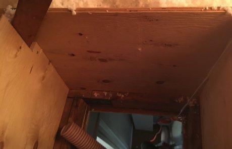 Isolation de l'entre toit, trappe de grenier