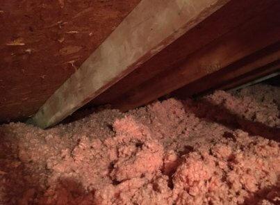 Isolation de toit, soffites bloqués