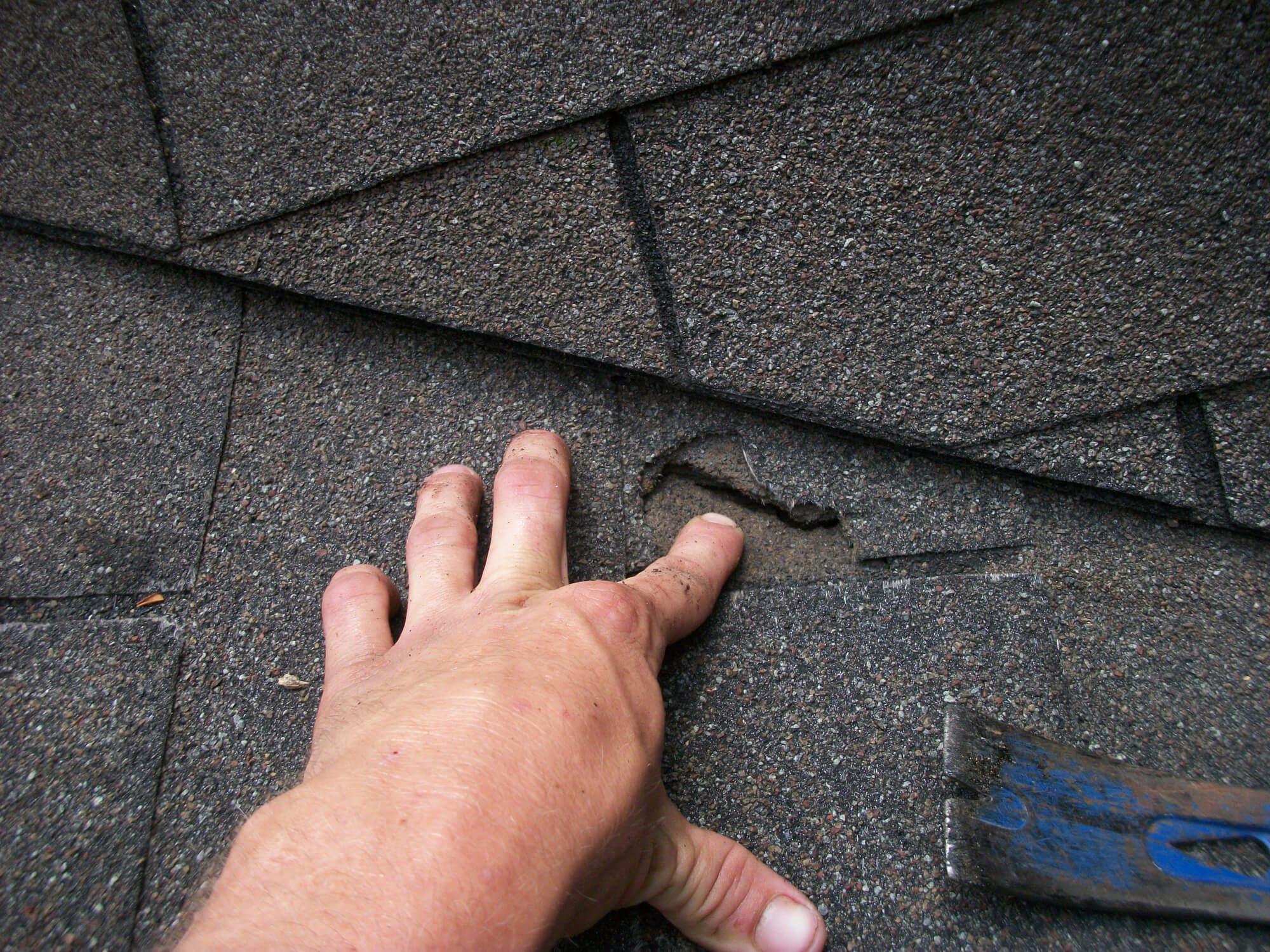 Réparation de toiture, bardeaux d'asphalte