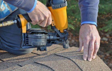 Réparation de toit, bardeaux d'asphalte